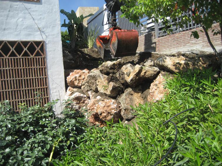 Muro de piedra 2 jardines y piscinas borrego for Jardines y piscinas borrego