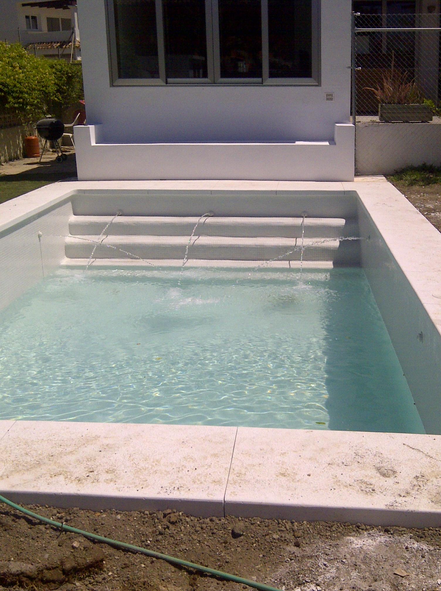 Piscinas jardines y piscinas borrego for Suministros para piscinas